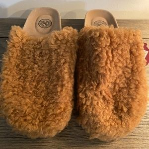 SO Slippers NEW Large 9/10 Faux Fur Cork Clog